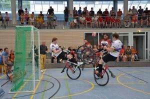 Radball_Weltcup2015_Denkendorf_150606_4_Höchst1_Gärtingen_kompr
